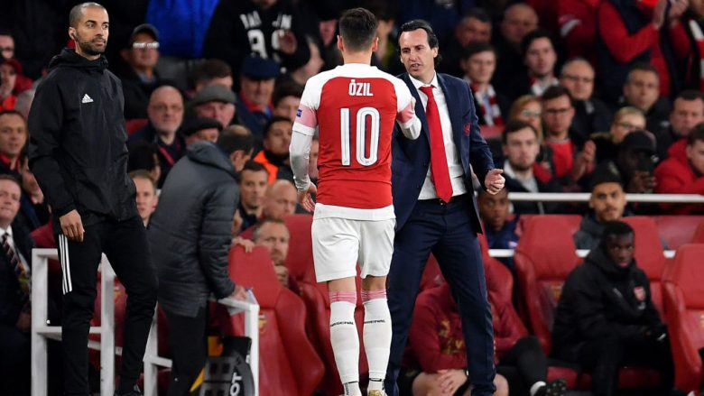 Mesut Ozil dhe Unai Emery (Foto: Justin Setterfield/Getty Images/Guliver)
