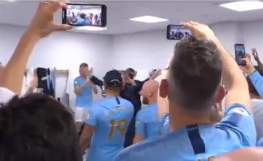 Festa e çmendur e Manchester Cityt në zhveshtore