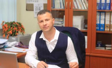 Tre persona e rrahin drejtorin e një shkolle në Skenderaj