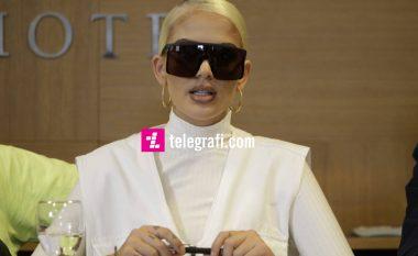 Loredana gjatë nervozizmit në konferencë thotë se mediat zvicerane kanë inat dhe shkruajnë vetëm në dëm të saj