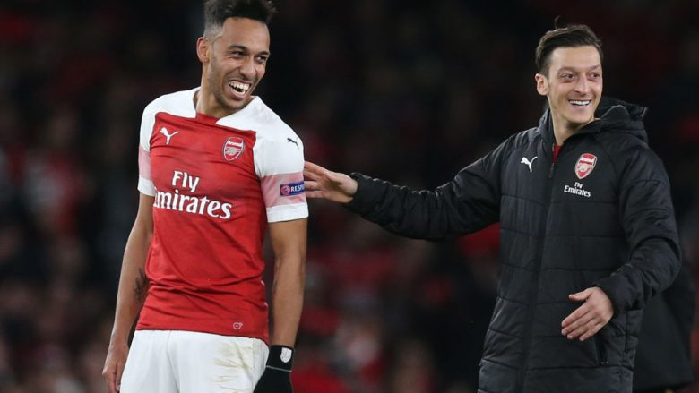 Pierre-Emerick Aubameyang dhe Mesut Ozil (Foto: Alex Morton/Getty Images/Guliver)