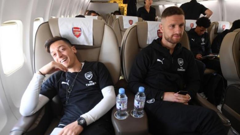 Mesut Ozil dhe Shkodran Mustafi (Foto:Arsenal FC/Twitter)