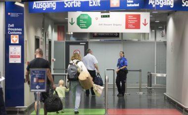 Pamje përbrenda aeroplanit Prishtinë-Bazel, pasagjeri thotë se panë vdekjen me sy (Foto/Video)