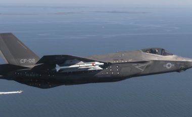 Ushtria amerikane armatos aeroplanët luftarakë me raketën e re me rreze të gjatë, AIM-260
