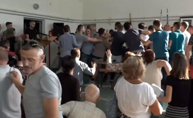 Pamje të reja nga përleshja në nëndegën e Matit (Video)