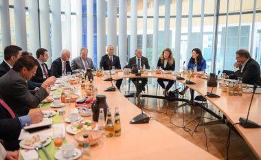 Haradinaj takohet me deputetët gjermanë - flasin për dialogun dhe vizat
