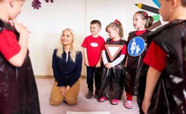 Rita Ora vazhdon të shkruajë për vendlindjen e saj, paralajmëron dokumentarin e ri për Kosovën që publikohet sot