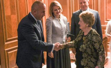 Haradinaj i uron mirëseardhje Madeleine Albright