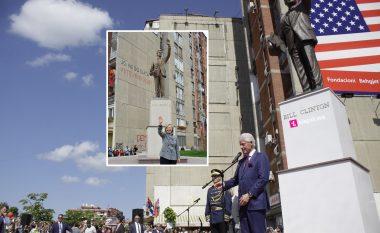 Clinton: Gruaja ime tallej me statujën time, ndërsa unë tani do ta bëj një fotografi që t'ia dërgoj asaj (Foto/Video)