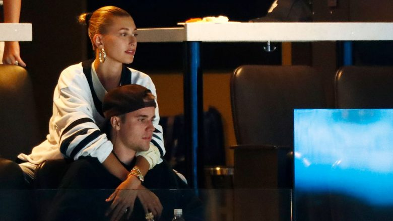Justin Bieber dhe Hailey Baldwin (Foto: Omar Rawlings/Getty Images)