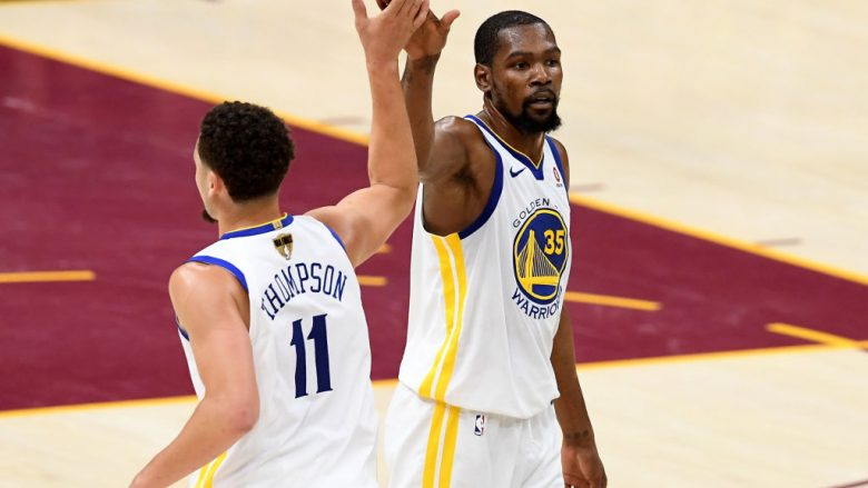 Klay Thompson dhe Kevin Durant (Foto by Jason Miller/Getty Images/Guliver)