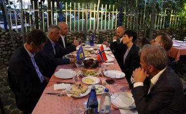 Thaçi: Dialogu me Serbinë të rifillojë pa kushtëzime