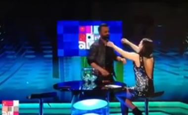"""Jonida Vokshi dhe """"prizrenasi"""" i """"O Sa Mirë"""" puthen live në emision"""