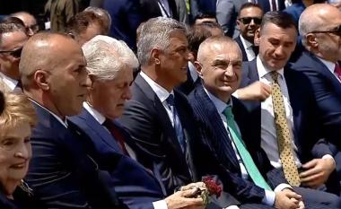 Emocionohet ish-presidenti Bill Clinton gjatë ceremonisë për 20 vjetorin e hyrjes së NATO-s në Kosovë
