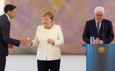 Shqetësime për shëndetin e Merkel, kancelarja shihet duke u dridhur për herë të dytë brenda dy javësh (Video)