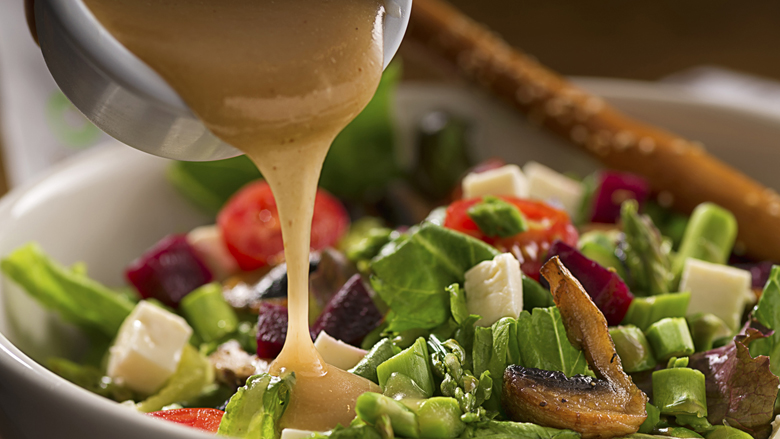 Organic green salad with lettuce, asparragus, beets, tomato,mushroom, fresh white cheese and vinaigrette dressing.