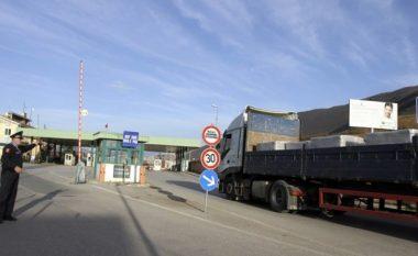 Përveç shkëmbimeve tregtare, Shqipëria dominon edhe me barriera ndaj Kosovës