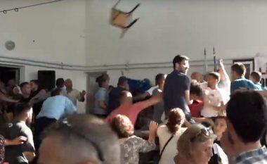 Shpërthen dhuna edhe në Kuvendin zgjedhor të LDK-së në Mat (Video)