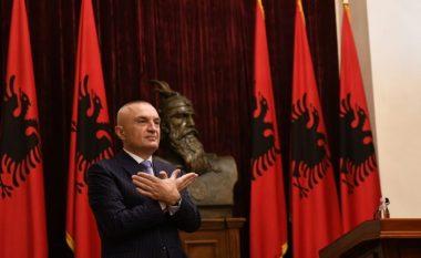 Ilir Meta pas vendimit për anulimin e zgjedhjeve bënë shqiponjën me duar (Foto/Video)