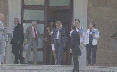 Shkarkimi i Metës, Rama 90 minuta takim me ambasadorët në Tiranë