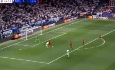 Një nga momentet vendimtare të finales, kur Van Dijk nuk lejoji që Liverpooli të pranonte gol