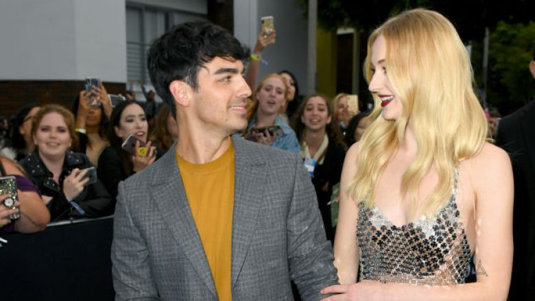 Joe Jonas dhe Sophie Turner (Foto: Kevin Winter/Getty Images/Guliver)