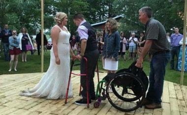 Ishte paralizuar para shtatë vitesh, vendosi të befasojë të gjithë – burri vallëzoi në dasmën e shokut të tij më të mirë