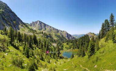 Liqenati i Rugovës, parajsa e Bjeshkëve të Nemuna – vendi ideal për ata që duan ta kombinojnë natyrën dhe notin