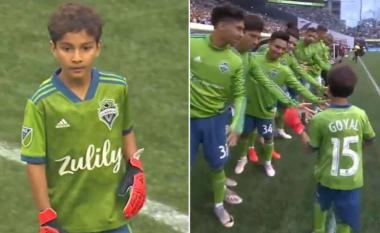Seattle e nisi ndeshjen ndaj Dortmundit me një tetëvjeçar në portë që po e lufton sëmundjen e leukemisë – zëvendësimi i tij u prit me ovacione të mëdha në stadium
