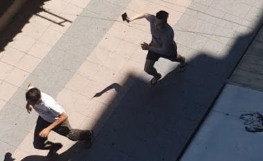 Incident i rrallë në Shkup, aziatikët sulmojnë me thikë një person