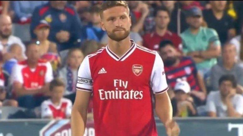 Edhe pse spekulohet për largimin e tij, Mustafi ishte kapiten i Arsenalit në fitoren ndaj Colorado Rapids