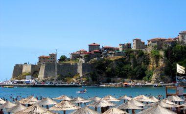 Ulqini sqaron kosovarët për mënyrën e pagesës së taksës ditore, në të kundërtën pason gjoba