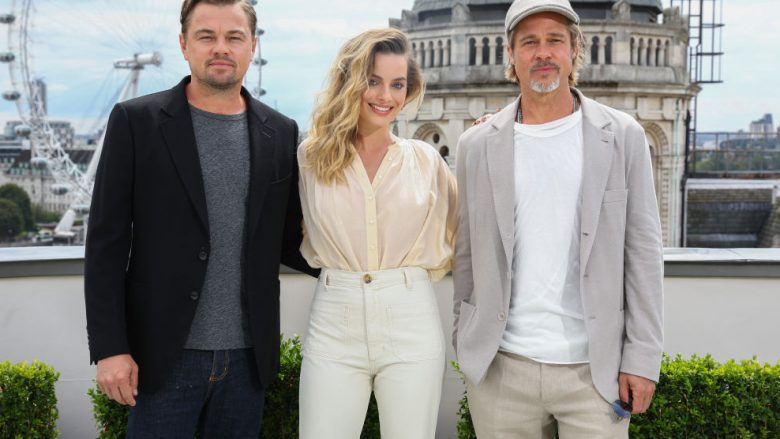 Leonardo DiCaprio, Margot Robbie dhe Brad Pitt (Foto: Tim P. Whitby/Getty Images for Sony/Guliver)