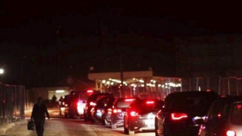 Rikthehen kolonat në Merdare, qytetarët presin deri në dy orë në kufi