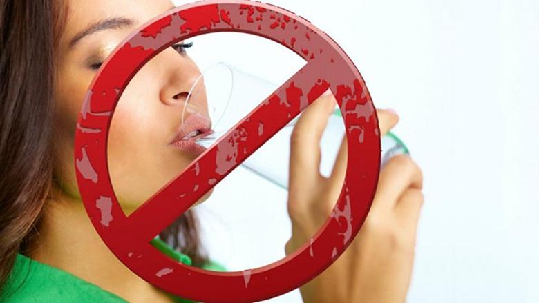 Pesë situata në të cilat nuk do të guxoni të pini ujë, sepse është rrezik