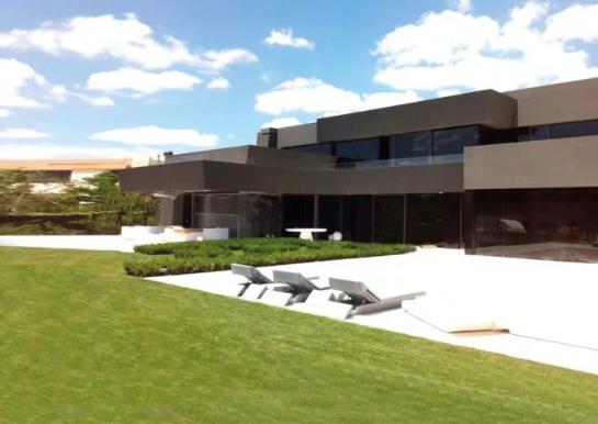 Brenda vilës super luksoze 11 milionë euroshe të Hazardit