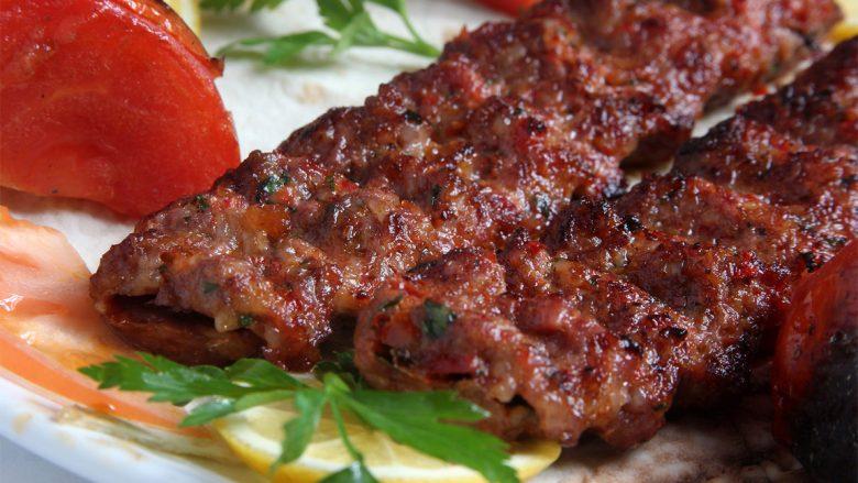 Adana qebap: Recetë origjinale për ushqimin më të popullarizuar turk!
