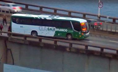 Krizë e pengjeve në Rio de Janeiro: Një i armatosur rrëmben autobusin, kërcënon se do t'i vërë zjarrin