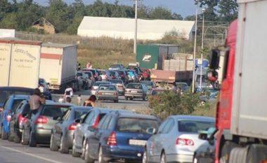 Të dhënat e fundit për vendkalimet kufitare - edhe pse jo të gjata, pritjet vazhdojnë në Merdare