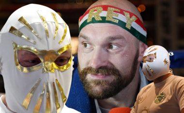 Tyson Fury paraqitet para mediave me maskë meksikane për ta nderuar festën e pavarësisë së Meksikës