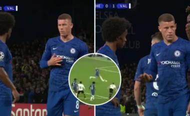 Barkley dhe Willian u konfrontuan verbalisht në momentin e penalltisë së humbur të Chelseat ndaj Valencias