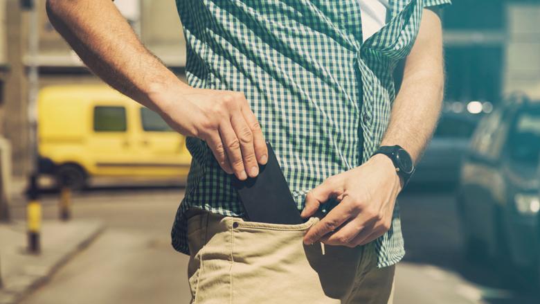 Përse meshkujt nuk duhet ta mbajnë telefonin në xhepin e pantallonave