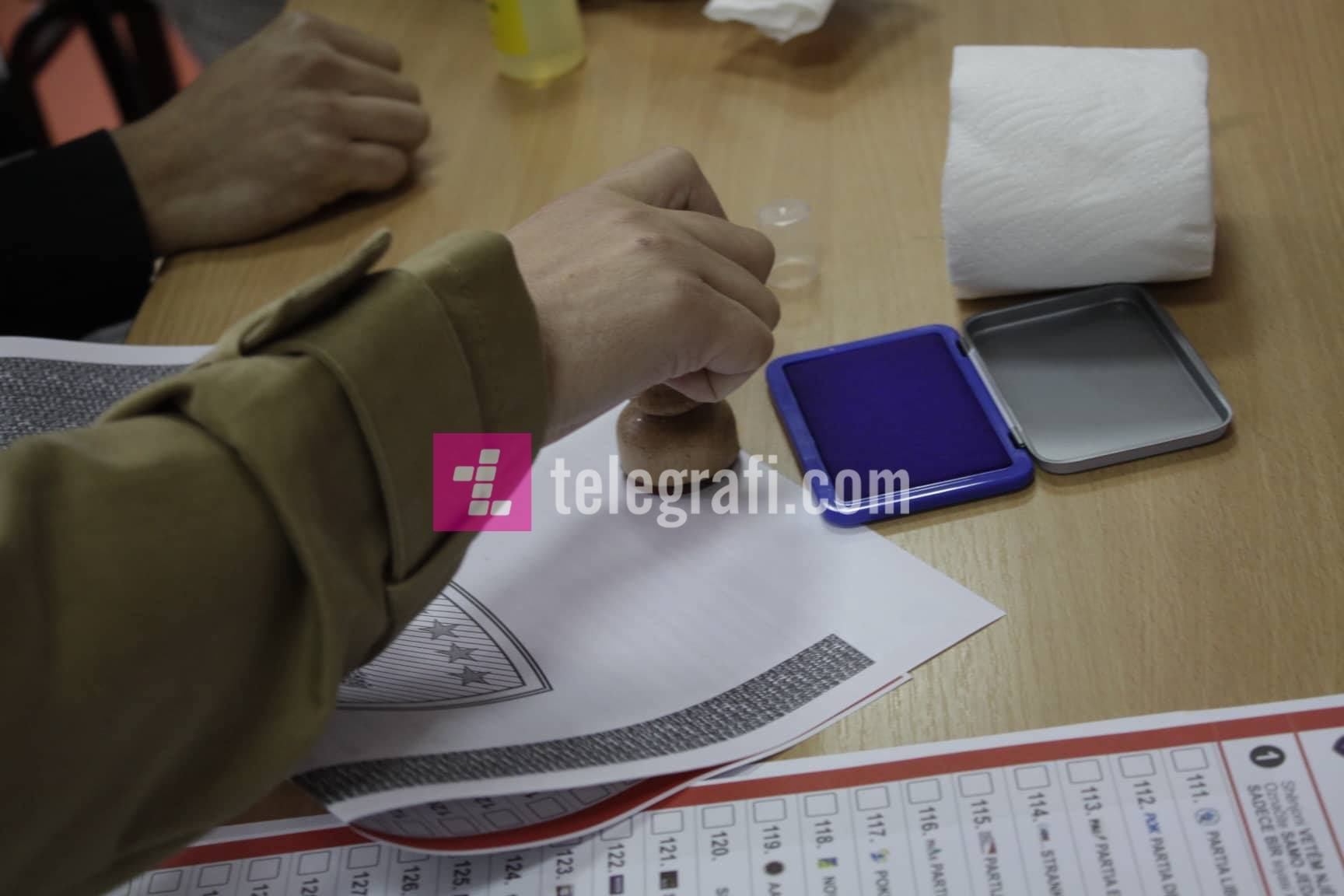 """Në shkollën """"Liria"""" në Marec dërgohen numër më i vogël i fletëvotimeve"""