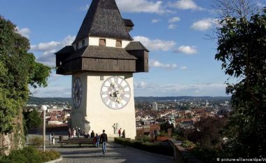 Akrepat e orës sonte kthehen për një orë prapa: 12 orët më të bukura që ndodhen në qytete të ndryshme të Evropës