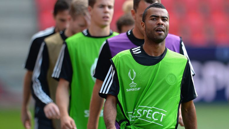 Ashley Cole.  (Photo by Shaun Botterill/Getty Images)