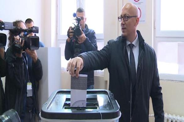 Rakiq shkon me 250 persona për të votuar