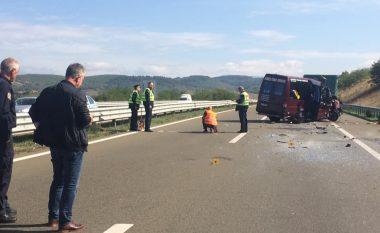 """Dy të vdekur dhe tre të lënduar në një aksident në autostradën """"Ibrahim Rugova"""""""