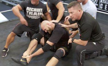 Tyson Fury pëson lëndim në kyçin e këmbës pas sulmit nga Braun Strowman