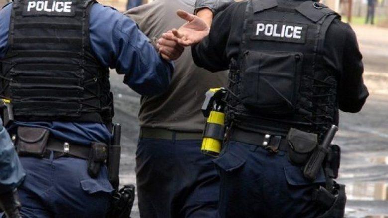 Pesë persona të arrestuar deri më tani për fotografim të votës