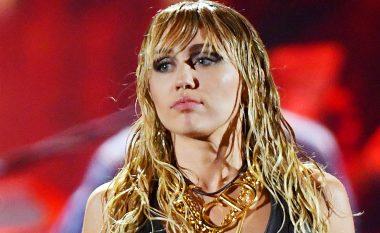 Miley Cyrus u përgjigjet kritikëve për jetën e saj: Tani jam e rritur, bëj zgjedhje si një e rritur
